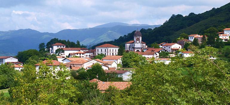 pueblo de zugarramurdi situado en la frontera Francia España