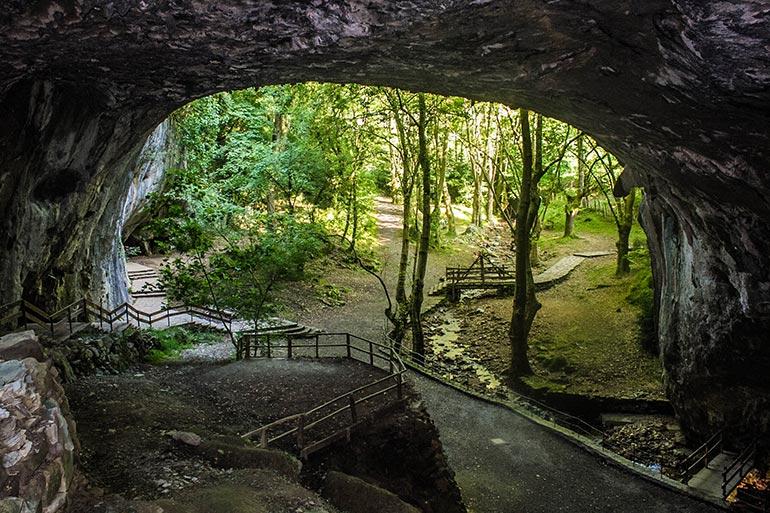 cuevas de zugarramurdi atracción turística akelarres